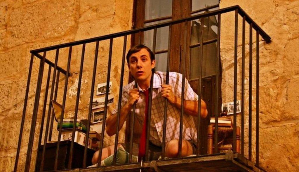 насильник пытался сбежать с балкона