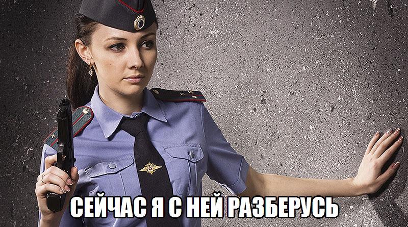 """Москвичка в форме устроила очень откровенную фотосессию в отделении полиции и """"взорвала"""" интернет, видео"""