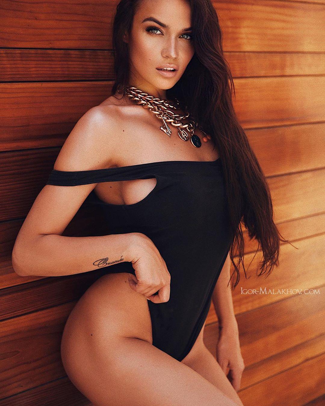 Алёна Водонаева показала третью ногу и шокировала сеть, фото, и это не прикол