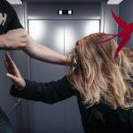В Саратове извращенец попытался изнасиловать девушку в лифте, видео